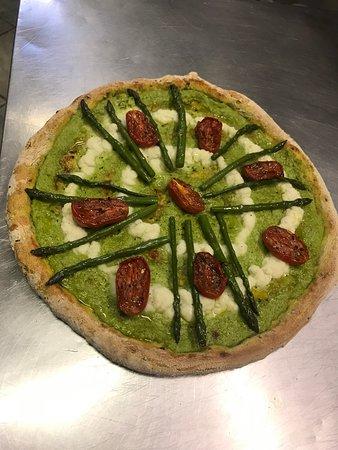 Impasto curcuma e semi di sesamo bianchi neri.... crema asparagi, baccalà mantecato,  Asparagi al forno, e pomodorino confit....
