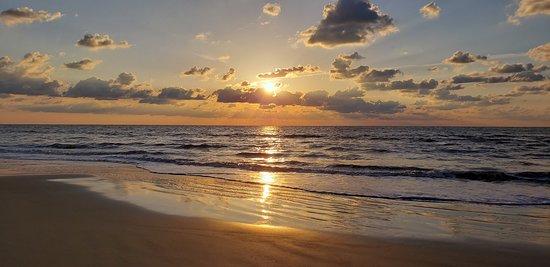 Excellent beach & ocean views!