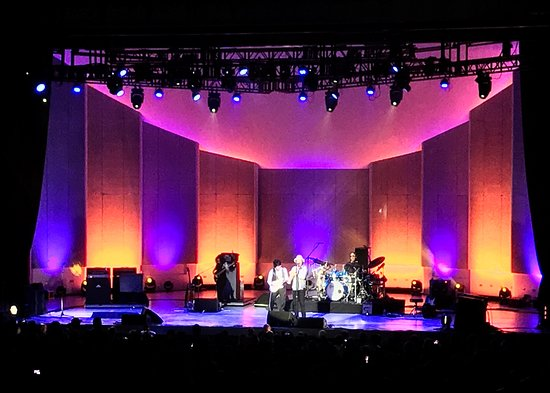 Chastain Park Amphitheater: 08-22-18 Jeff beck with Jimmy Hall (singing).