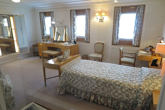 The Royal Yacht Britannia Admission Ticket: The Queens bedroom
