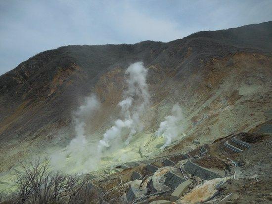 Owaku-dani Valley: 硫黄の煙です。