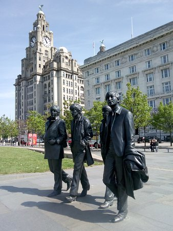 Birkenhead, UK: Fab Four and Liver Building