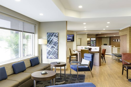 TownePlace Suites Gallup: Bar/Lounge