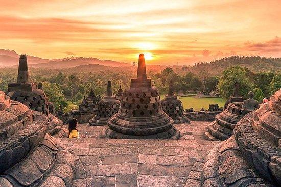 Yogyakarta: Borobudur Sunrise...