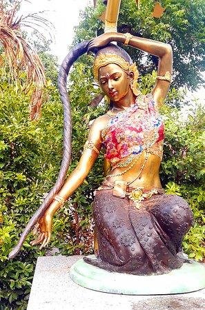 Very beautiful statue at Wat Pan Ping