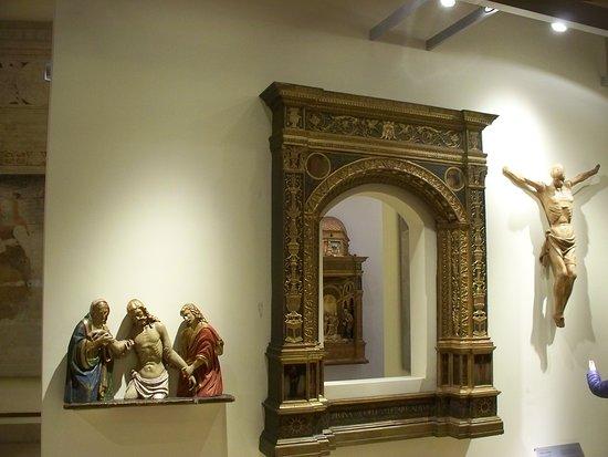 Museo dei mobili e delle sculture lignee