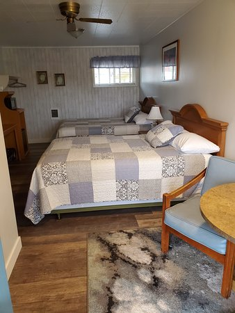 Coquille, OR: 2 Queen beds
