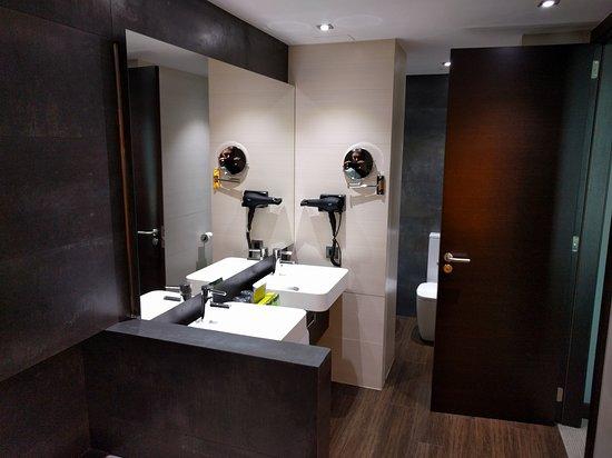 Hotel Silken Gran Teatro: Baño