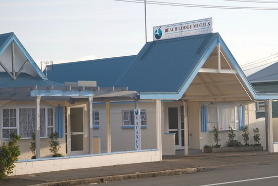 Beach Lodge Motel: Front of the motel