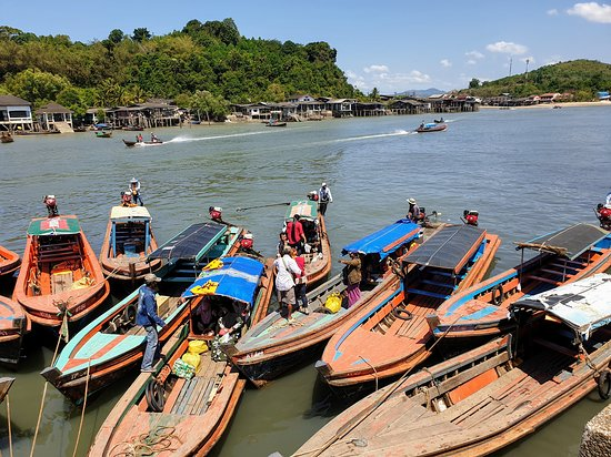 Burma Boating: Crossing the border with a small boat.