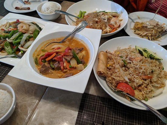 Sawasdee Danvers: Very authentic flavored Thai food!
