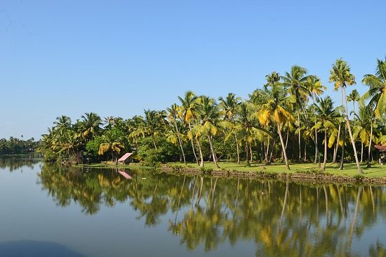 Romantic Stay in Luxury Lagoon...