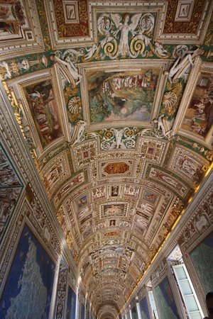 Fast Track - Vatican Tour with Museums, Sistine Chapel & Raphael rooms: One of the ceilings of Vatican museum 