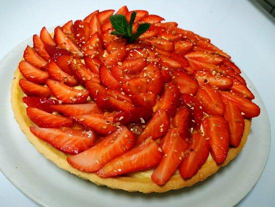 Bapaume, Frankrike: Mojito fraise, Magret de canard, gâteau á l'orange maison