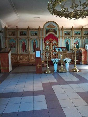 Алтарь во временной церкви.