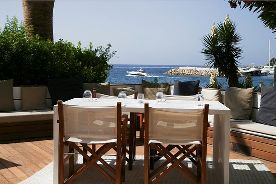 Zhero Beach Club: Enjoy lunch or dinner with an amazing sea view ! #zherobeachclub