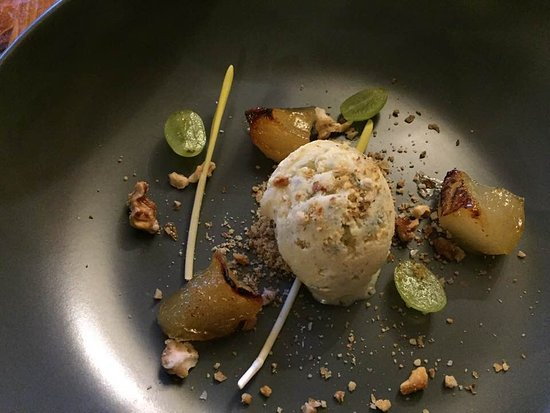 Badsey, UK: Pear Gorgonzola ice cream walnuts grapes