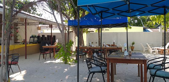 Rasdhoo dive lodge outdoor eating area