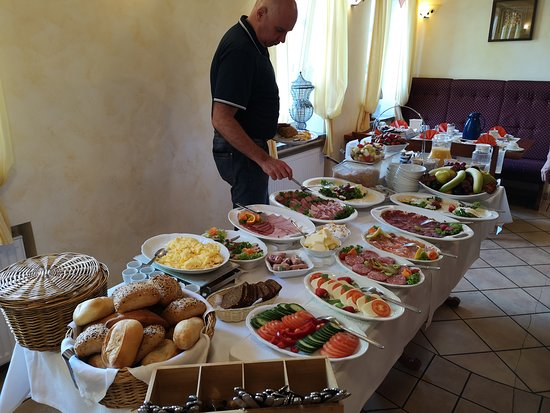 Hubertus Hof: Breakfast