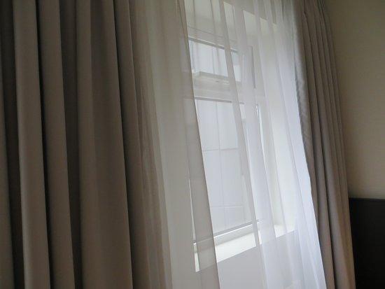 Fosshotel Reykjavik: Double curtains - perfect