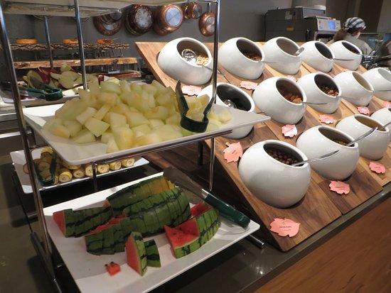 Fosshotel Reykjavik: Breakfast toppings