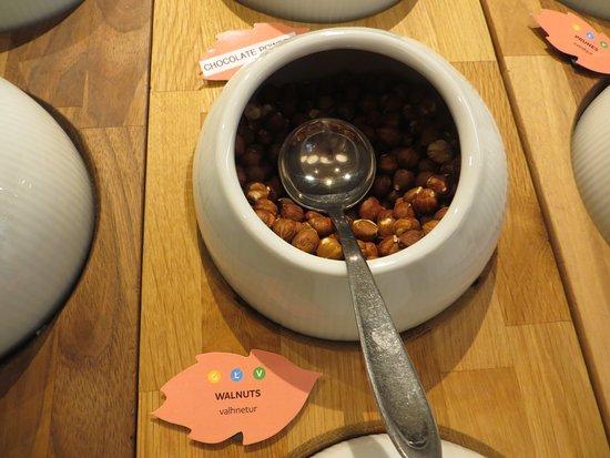 Fosshotel Reykjavik: Aw, nuts!