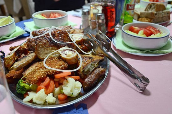 Sutjeska National Park, Bosna i Hercegovina: Mixed meat at Hotel Mladost.