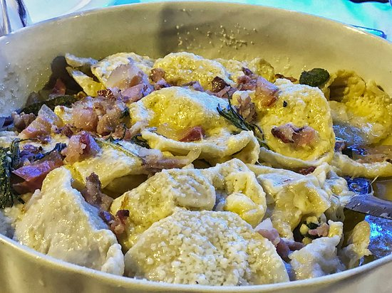 Gianico, Italia: Filled pasta dish with bacon