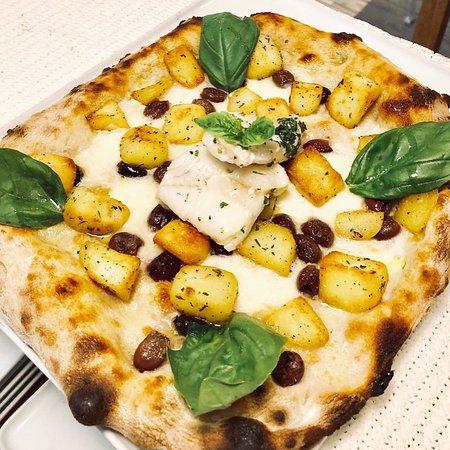 Gusteria: Pizza con Baccalà, Patate al Rosmarino e Olive Taggiasche
