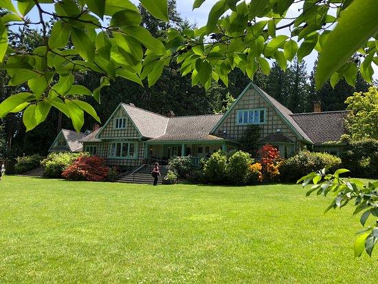 Milner Gardens & Woodland: Another beautiful day in Milner gardens.