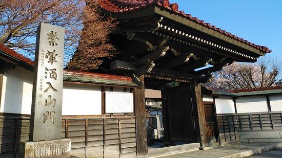 Morioka, Japonsko: 寺の正面です