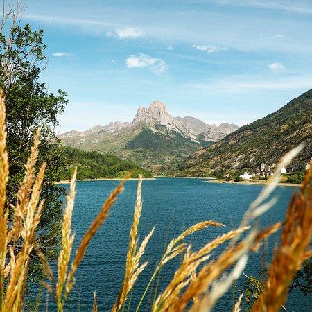 Cuando un amante del mar se encuentra con este paraje y cae rendido a sus pies....Valle del Tena, amor a primera vista!  El pantano de Lanuza está situado en el Valle de Tena en Huesca y destaca por el impresionante paisaje que podemos admirar si recorremos el sendero que lo rodea.