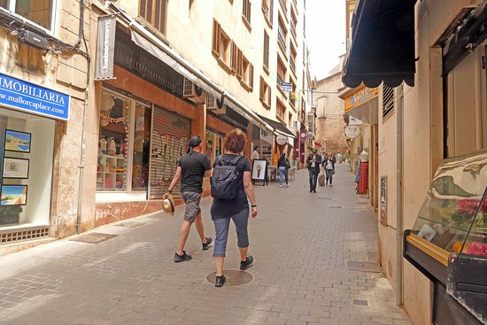 Bo Bom Gelato: View from the end of the street where Bo Bom's is situated - Costa de la Pols, Palma.