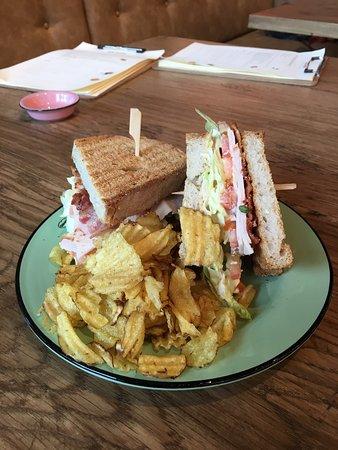 The Barn: Heerlijke Club Sandwiches en hamburgers!
