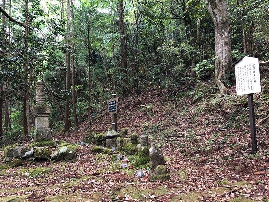 Grave of Amago Haruhisa