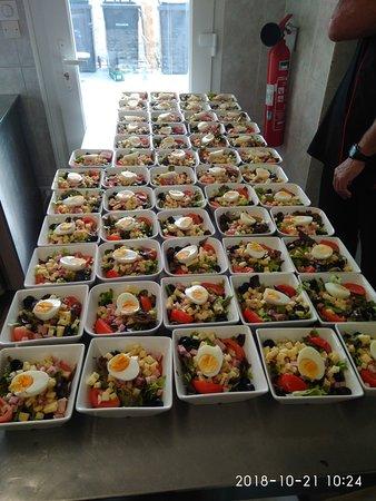 Sougy-sur-Loire, فرنسا: Les salades des sportifs