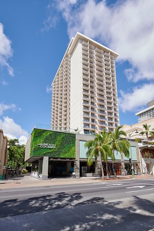 Exterior Picture Of Waikiki Beachcomber By Outrigger
