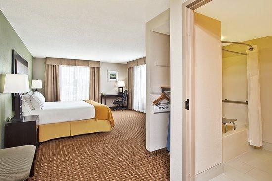 Holiday Inn Express Harrington: Guest room