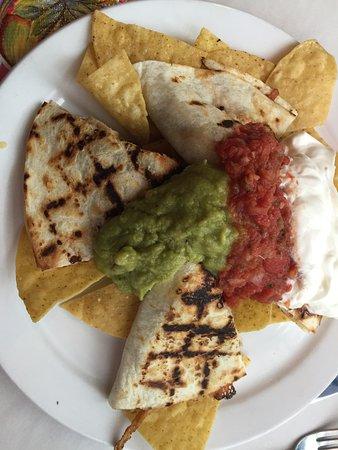 Santiago's Cafe: Chicken quesadilla