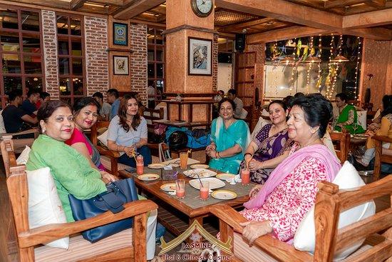 Jasmine Thai & Chinese Cuisine: Family Environment