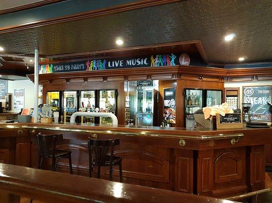 Lakers Tavern: The Bar