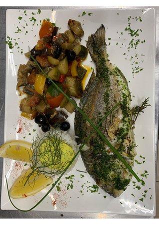 Le Sporting: Dorade grillé accompagné de ses légumes et de riz basmati