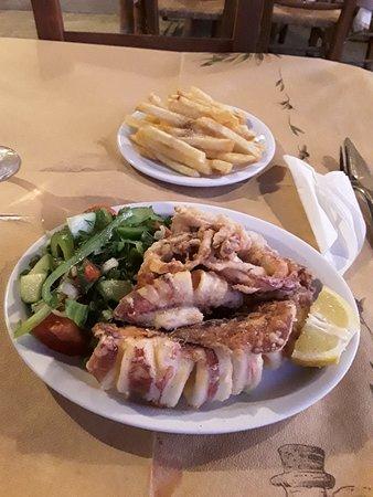 Omega Restaurant & Bar: Calamari