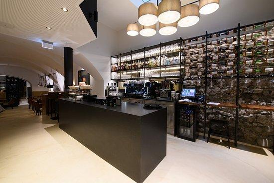Kaiser Max Kitchen I Bar I Cafe: Bar
