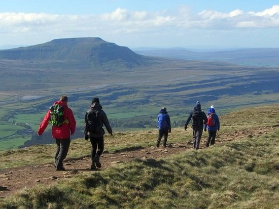 Yorkshire Dales National Park, UK: Walking along the Whernside Ridge
