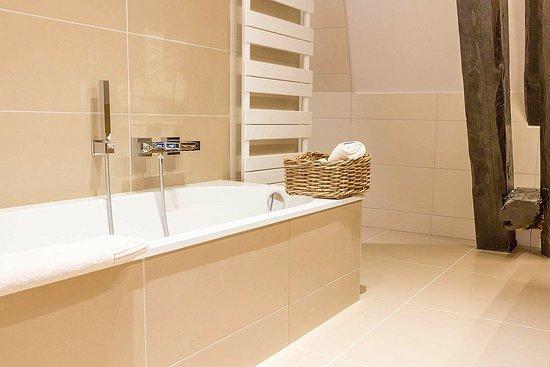 Damblain, France : Bathroom (2nd floor)
