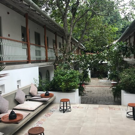 The Fort Bazaar: Afternoon tea served in courtyard!