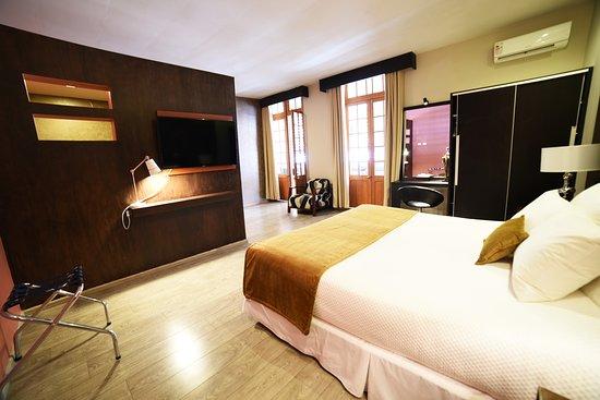 Camino Plaza Hotel