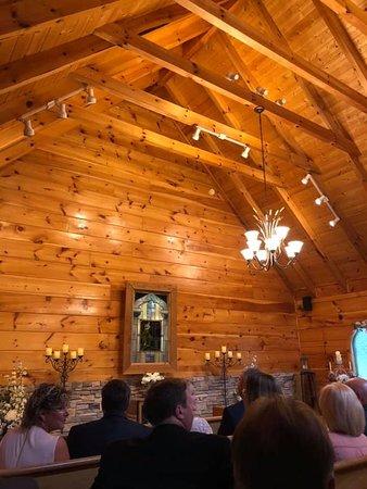 Gatlinburg S Little Log Wedding Chapel 2019 All You Need