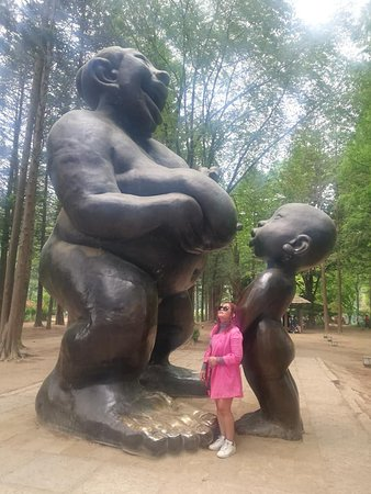 Nami Island, Petite France, Rail Bike and Garden of Morning Calm Tour: I just love this statue of Mother & child :-)